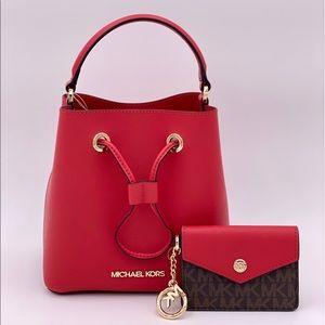 Michael Kors Suri Sm Bucket Bag and Card Case